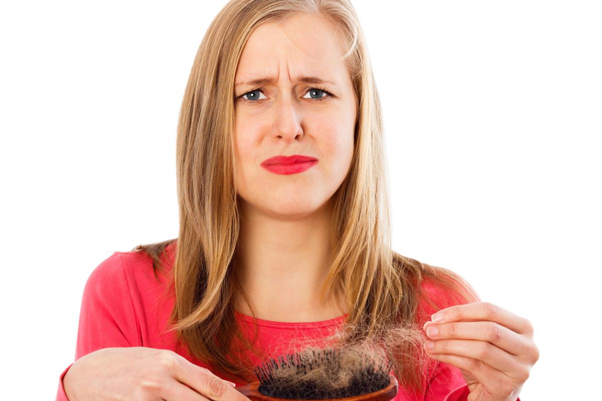 Reunimos neste artigo as principais dicas para lidar com tufos de cabelo caindo